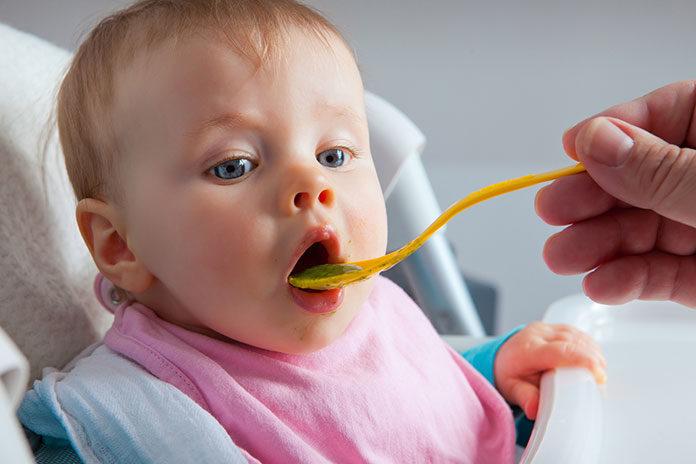 Kiedy rozpocząć rozszerzanie diety niemowlęcia?